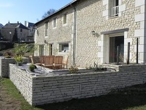 Home with tuffeau stone in Pouancay, France