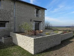 Improving a house with tuffeau stone in France