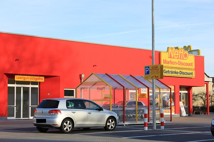 Defying the growing stronghold of large French supermarket chains