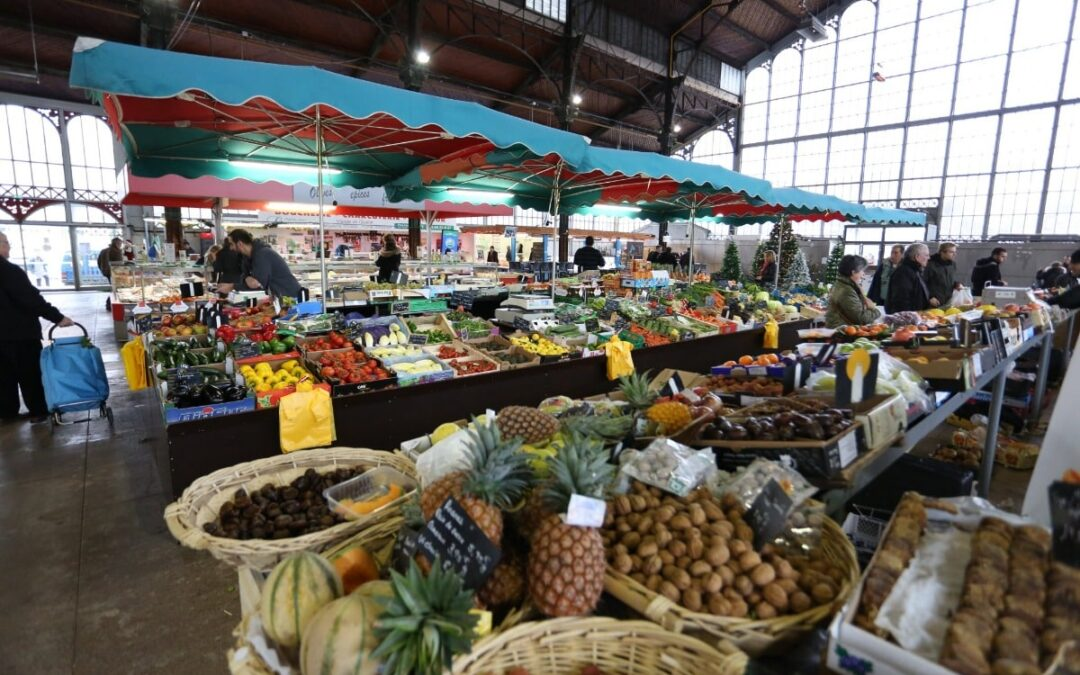 Markets in France selling food, crafts and antiques
